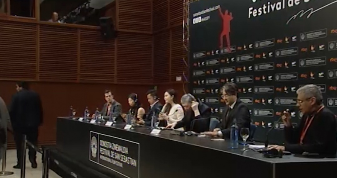 Press Conference  ''Wo Bu Shi Pan Jinlian / I am not Madame Bovary'' (O.S.)