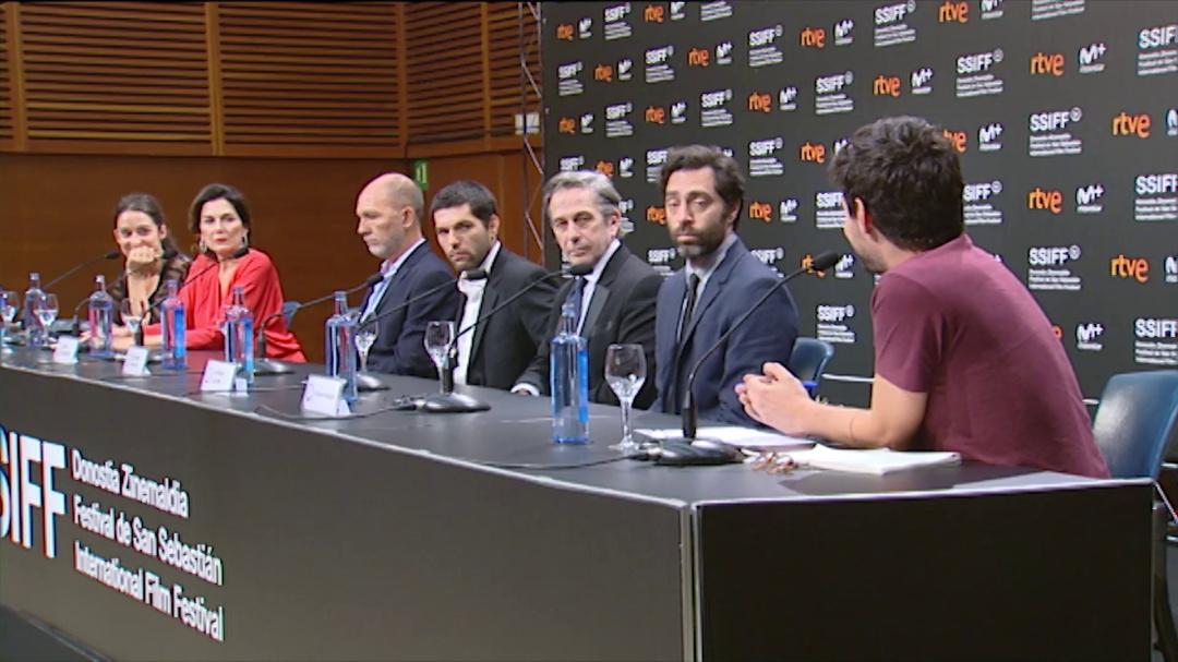 Press Conference ''ROJO'' (O.S)