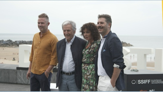 Photocall ''ADULTS IN THE ROOM'' (Comportarse como adultos) (P.P.D)