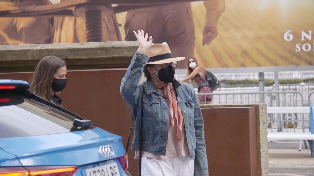 Gina Gershon-en iristea ''RIFKIN'S FESTIVAL'' (S.O)