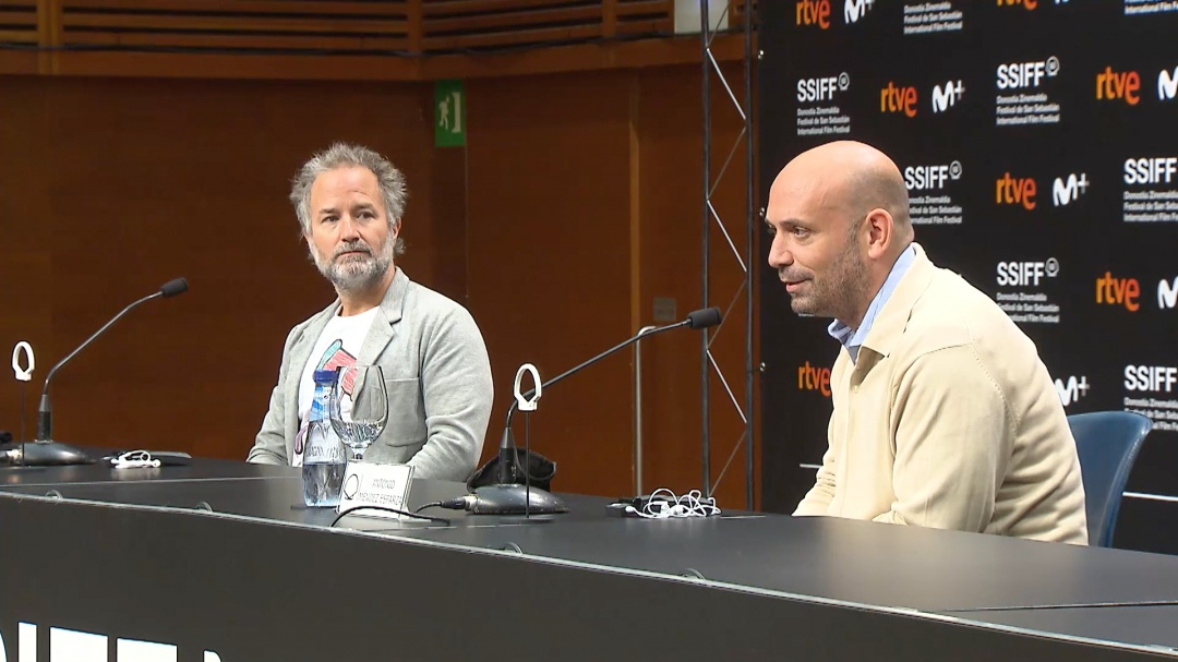 Press Conference ''COURTROOM 3H'' (O.S.)