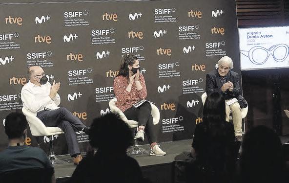 José Luis Rebordinos junto a la cineasta Belén Fuentes y el guionista Joanes Urkixo.