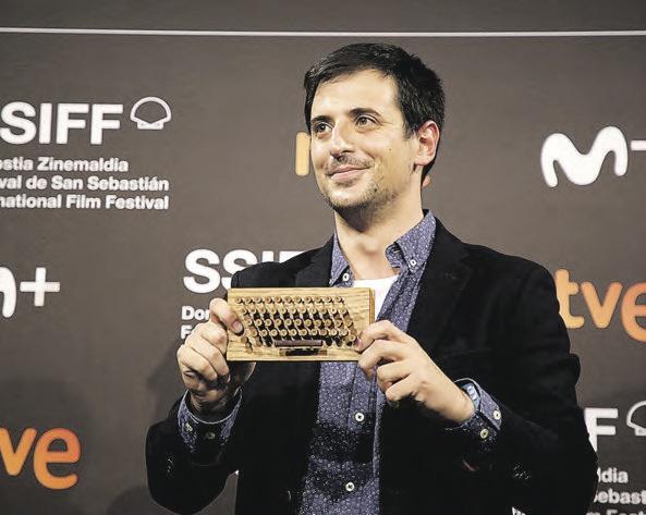 David Pérez Sañudo zuzendari eta gidoilaria, atzo, saria jasotzen.
