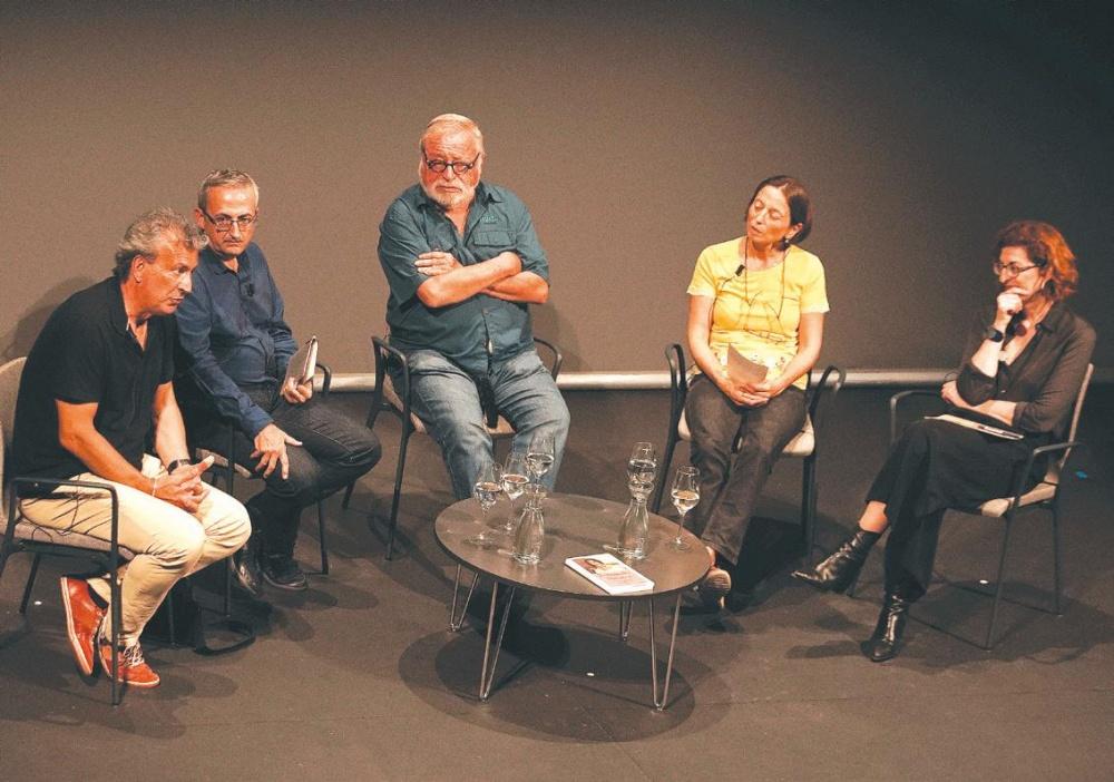 Los participantes en la presentación del libro.