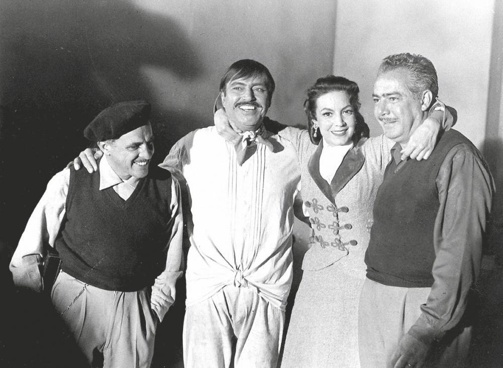 Gabriel Figueroa, Pedro Armendáriz, María Félix y Roberto Gavaldón en el rodaje de La escondida.