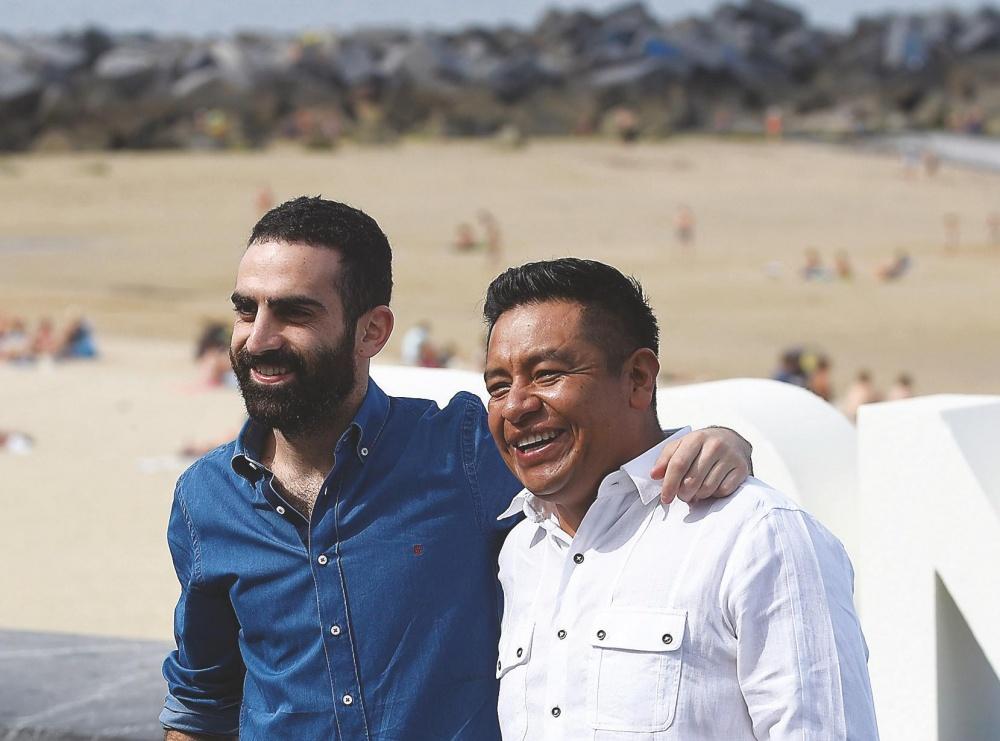 David Zonana zuzendari berria Hugo Mendoza aktore-igeltseroarekin.