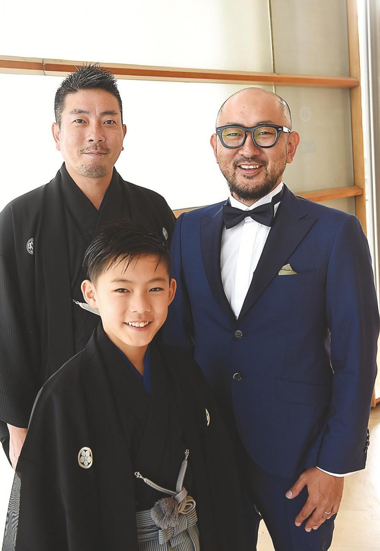 Los protagonistas Motonari Okura y Yasunari Okura junto al director Koichi Doi.