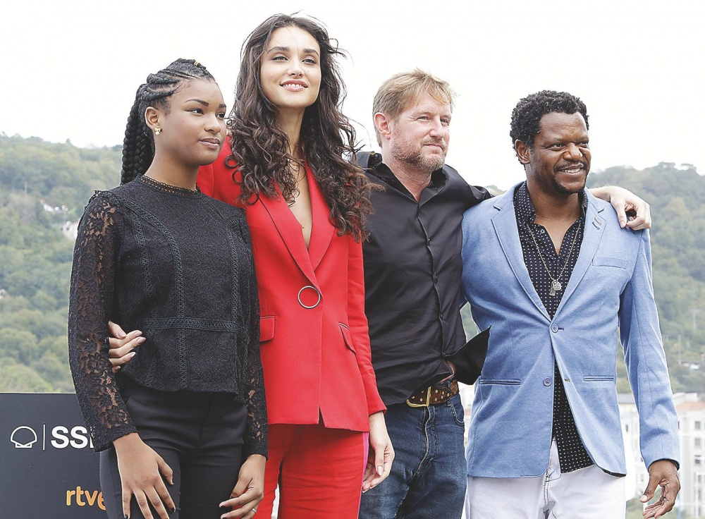 Cassia Nascimento, Débora Nascimento, Paxton Winters eta Bukassa Kabengele.