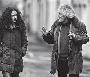 Oulaya Amamra y Philippe Garrel en el rodaje de Le sel des larmes.