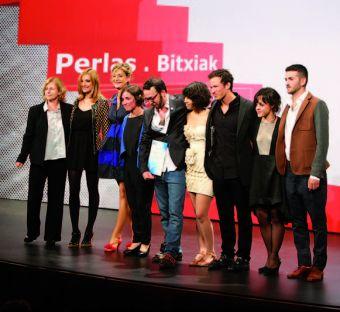 El equipo de Shesh Peamim posa junto al Jurado con el premio. (Gorka ESTRADA)