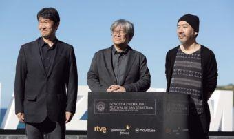 Makoto Shinozaki, Shuzo Ichiyama (coordinador de la retrospectiva) y Shinya Tsukamoto.