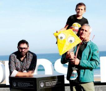 El director Marc Recha con los protagonistas del filme, su amigo Sergi López y su hijo Roc Recha.