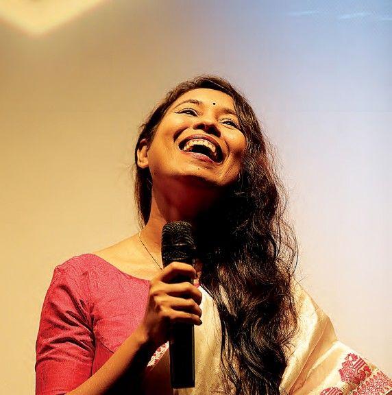 La realizadora Rima Das en el coloquio de su película Village Rockstars.