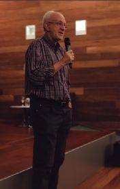 Carlos Heredero presentando el documental en San Telmo.
