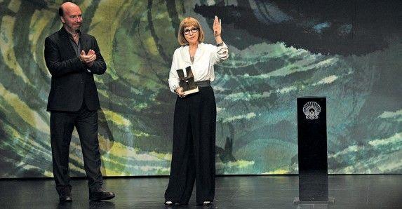 Julia Juanizek jaso zuen Zinemira saria Jorge Guerricaecheverríaren eskutik.