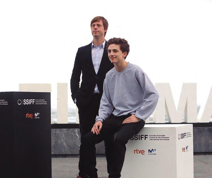 El director Felix Van Groeningen  y el actor Timothée Chalamet.